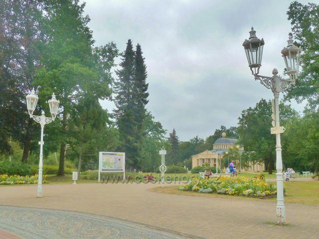 Františkovy Lázně - park kolem dvorany Glauberových pramenů
