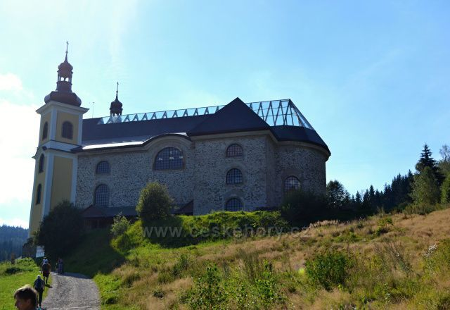 Kostel Nanebevzezí Panny Marie - Neratov