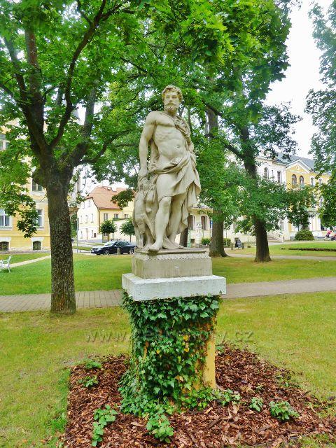 Františkovy Lázně - socha Alegorie na Izabelino promenádě