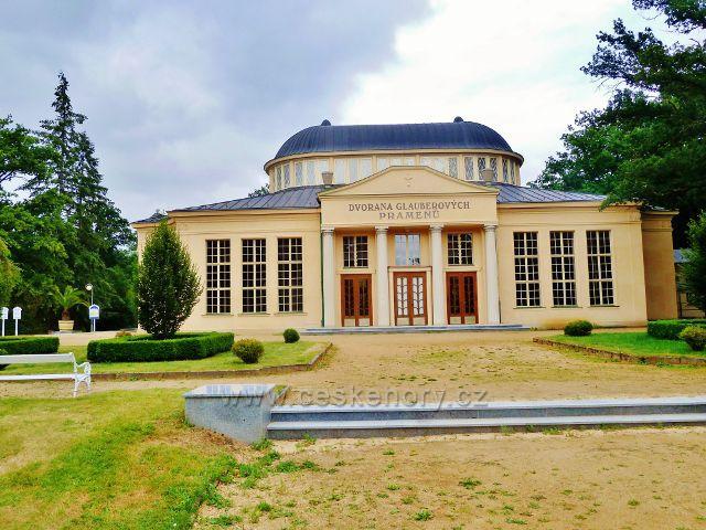 Františkovy Lázně - čelný pohled na pavilon Glauberových pramenů
