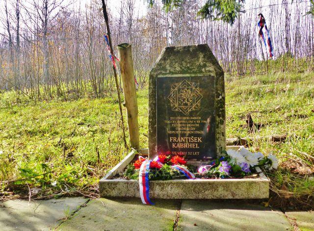 Petrovičky - památník tragicky zahynulého příslušníka finanční stráže v roce 1946 Františka Kabrhela