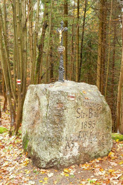 Opravený brzdařský kámen pod Smědavou