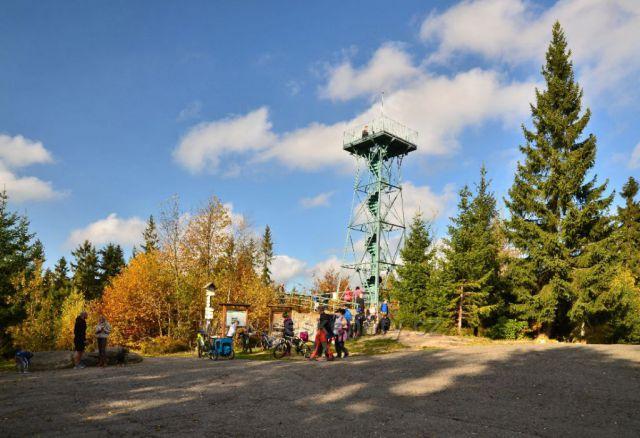 Slovanka - krásná železná rozhledna v podzimních barvách.