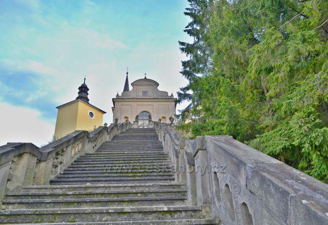 Barokní kostel zasvěcený Panně Marii Bolestné. Lhoty u Potštejna