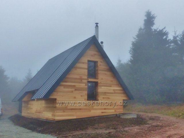 Orlické hory - Přestavba srubu HS pod Velkou Deštnou je před dokončením