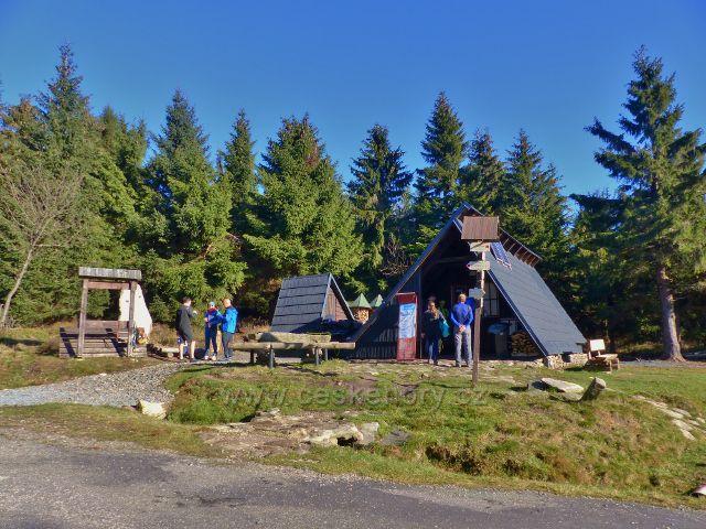 Orlické hory - chata HS s občerstvením a odpočinkové místu na Pěticestí