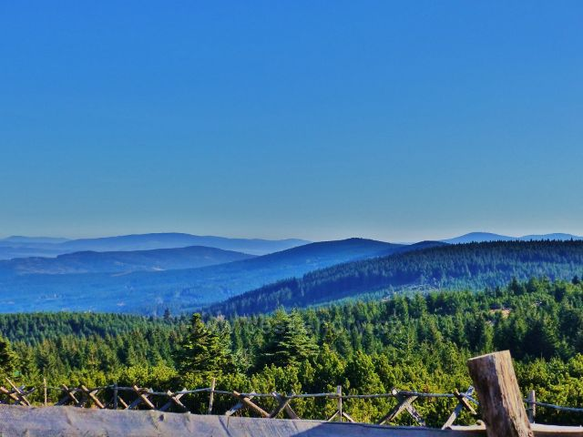 Orlické hory - pohled z rozhledového místa na vrcholu Koruny