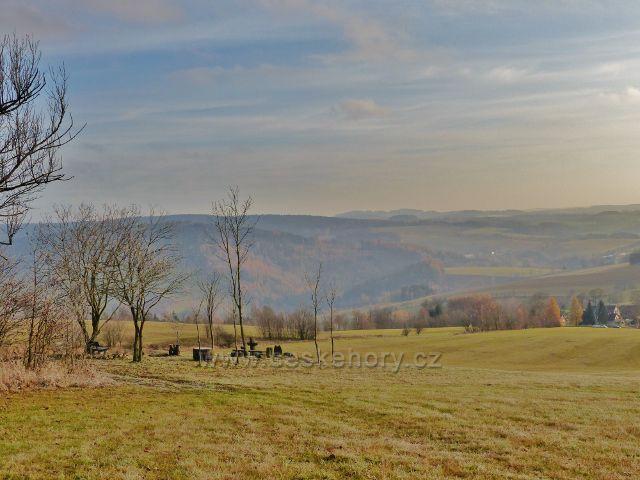Vlčkovice - pohled z úbočí Kostelního vrchu k Těchonínu