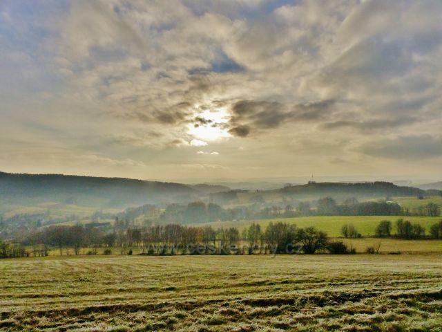 Vlčkovice - pohled z Kostelního vrchu k pastvinám