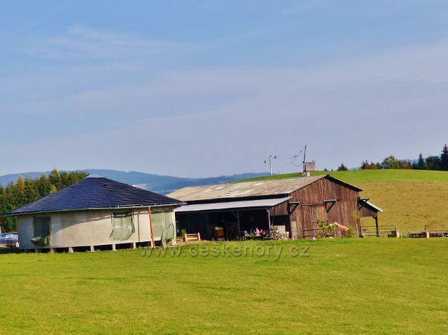 Mistrovice - farma chovu koní v sedle pod Malovo kopcem