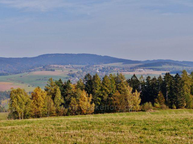 Mistrovice - pohled z vrcholu Židovo kopce na Jamné nad Orlicí a Suchý vrch