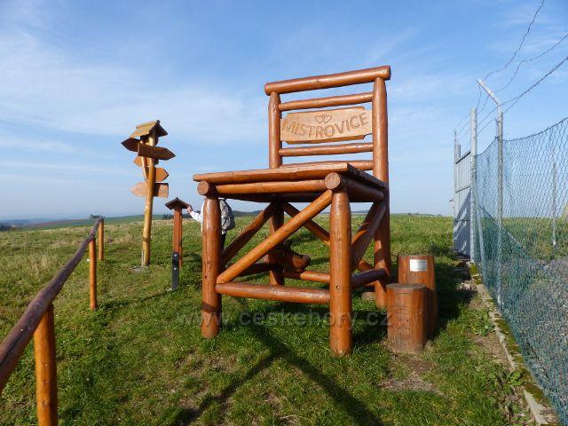 """Mistrovice - """"rozhledová"""" židle na vrcholu Židovo kopce"""