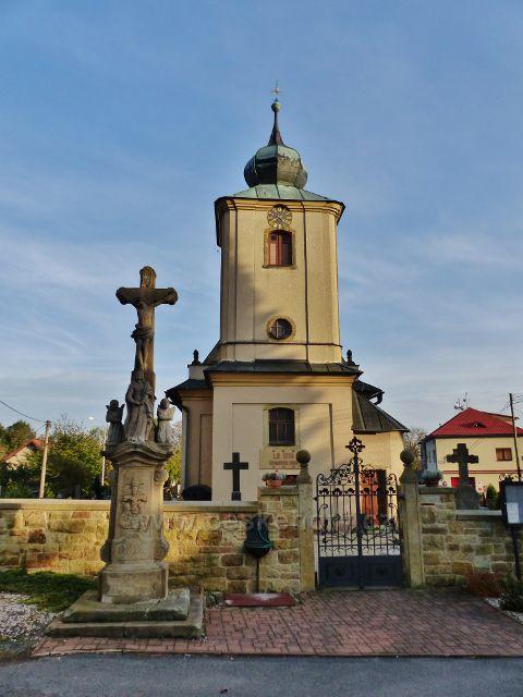 Sobkovice - kostel sv.Prokopa a Boží muka z roku 1826