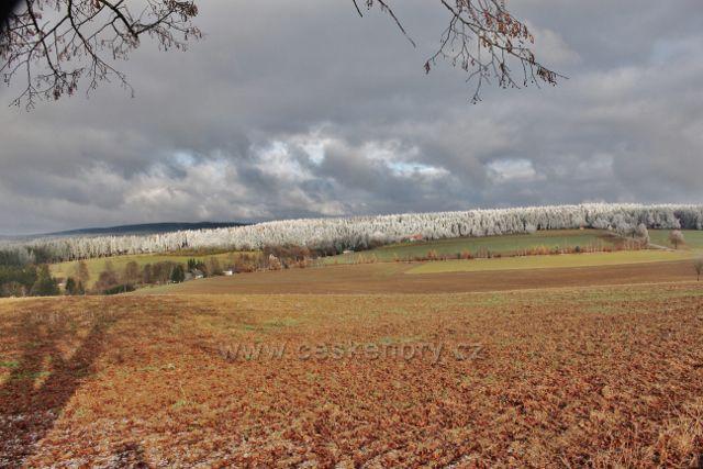 Bubnov - pohled ze Zmrzlíku(621 m.n.m.)na Zaječiny a Přední kopec(678 m.n.m.)