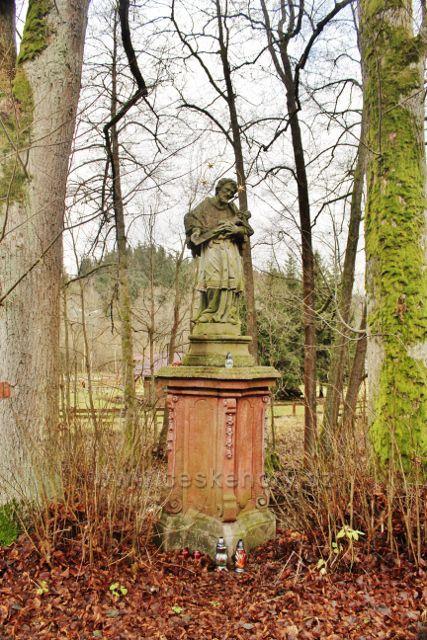 Bartošovice v O.h. - socha sv. Jana Nepomuckého na břehu Divoké Orlice před hraničním mostem