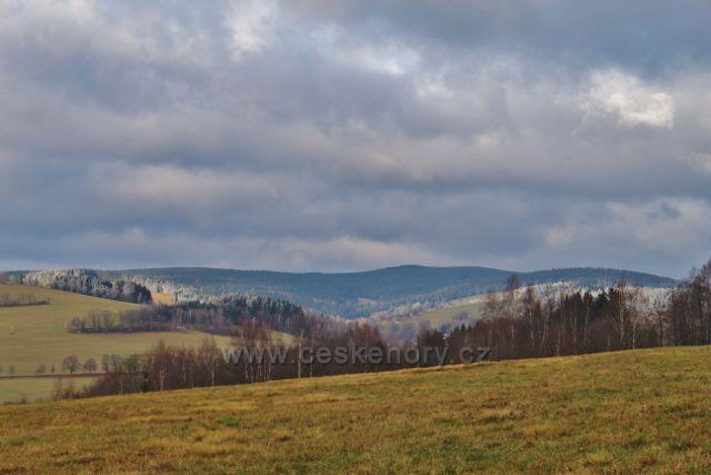 Niemojów - pohled k Haničce a Anenskému vrchu (992m.n.m.)