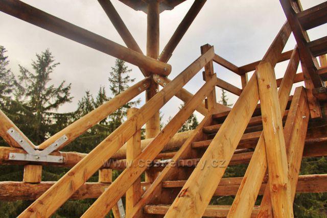 Niemoj´w - dřevěná konstrukce rozhledny Czerniec zeje novotou