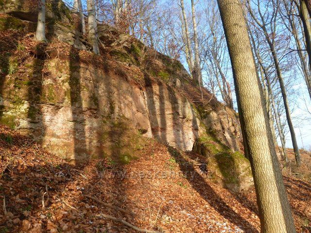 Žampach - skalnaté úbočí hradního vrchu Žampach