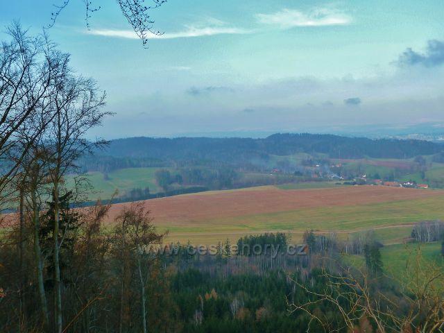 Pohled ze Žampachu na písečnou a hřeben Kozích hřbetů