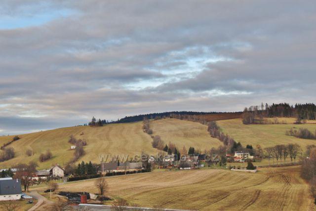 Vlčkovice - pohled z úbočí Studeného na Kostelní vrch (688 m.n.m.)