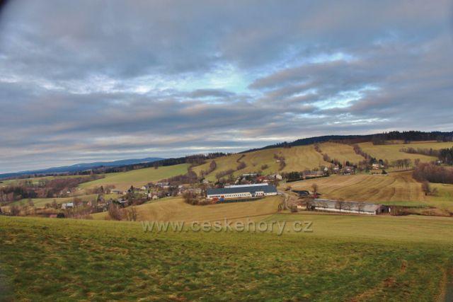 Pohled z úbočí Studeného na obec Vlčkovice