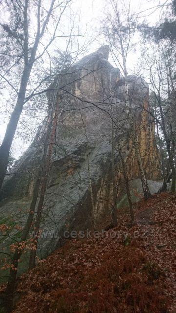 Skalní věž Malá Kvočna u Hodkovic nad Mohelkou