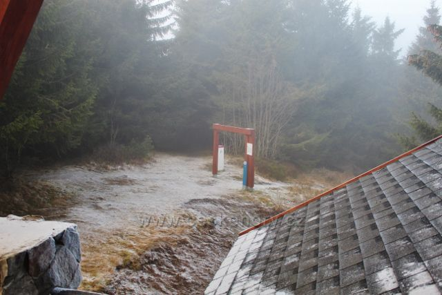 Olešnice v O.h. - pohled z rozhledny Vrchmezí na bránu cyklocrossové tratě