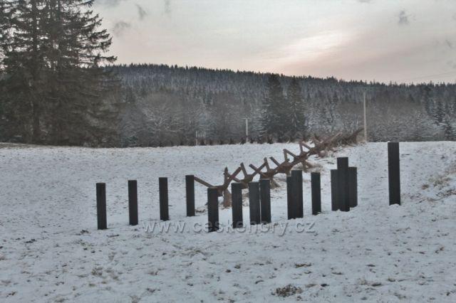 Panské Pole - protitankové zátarasy u pěchotního srubu Na Holém