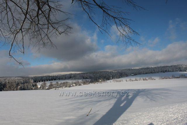 Kunvald - pohled ze Zmrzlíku (621 m.n.m.) k osadě Zaječiny
