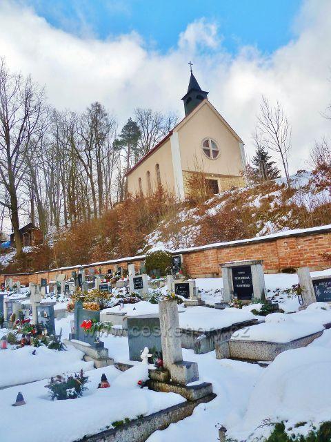 Červená - hřbitov a kostel Nejsvětější Trojice
