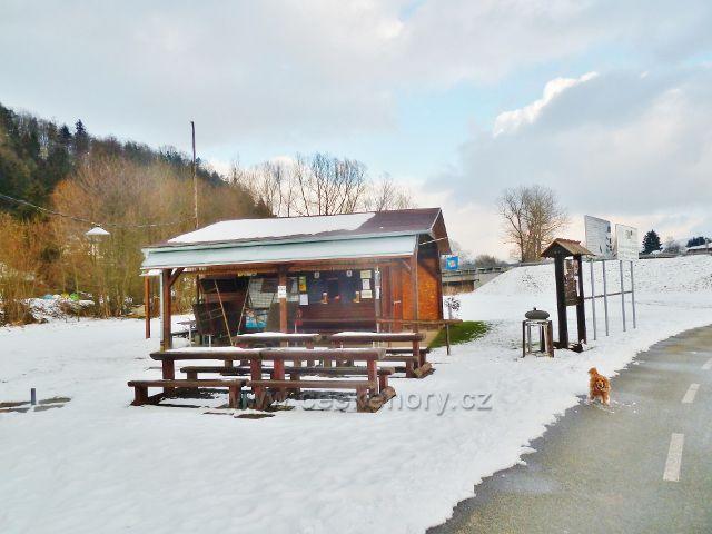 Letohrad - turistický přístřešek a kiosek s občerstvením na začátku cyklostezky z Letohradu do Ústí nad Orlicí