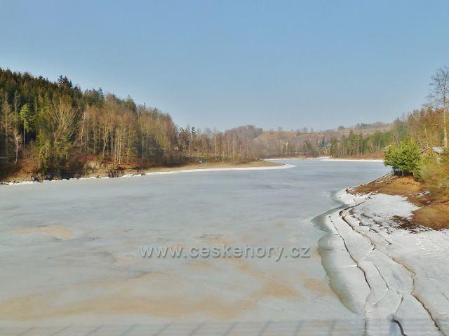 Pastvinská přehrada - pohled z hráze