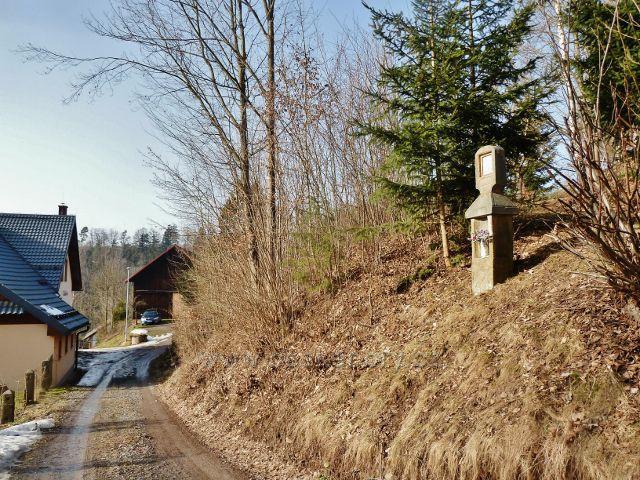 Nekoř - pomník na dolním konci Markétina údolí