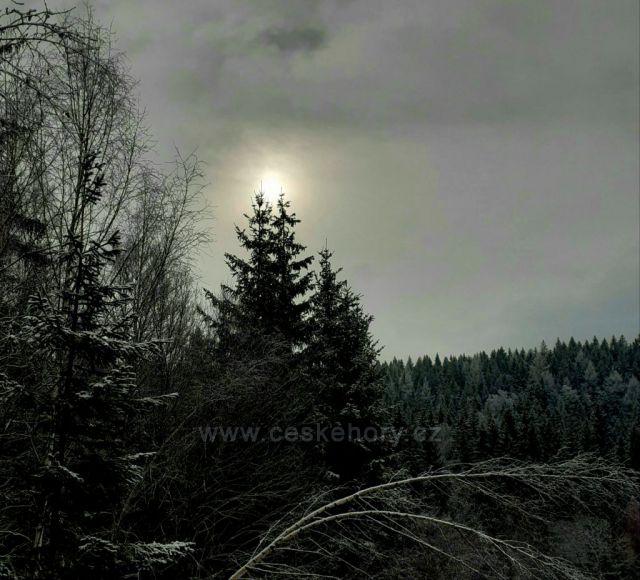 Horská sluneční záře krkonošských hor.