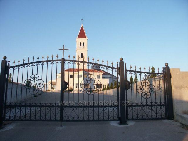 Seget Vranjica-kostolík