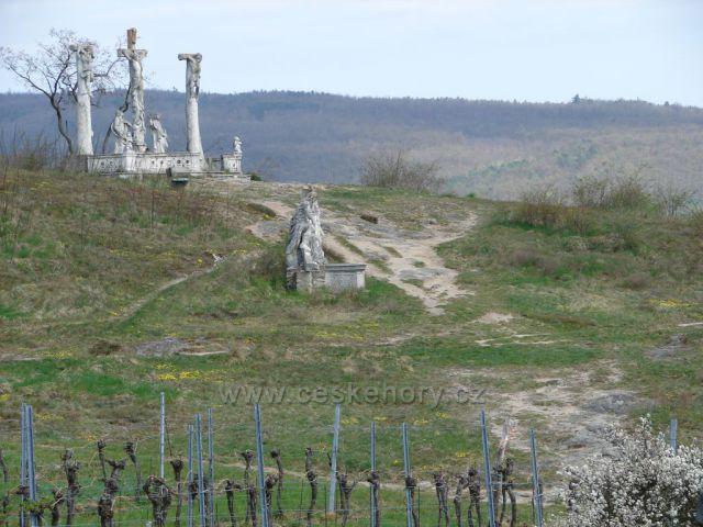 Křížová cesta nad městem