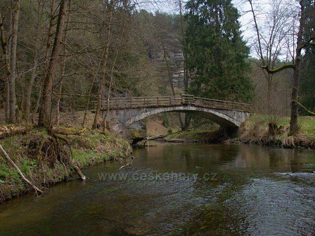 Most přes Kamenici u Dolského mlýna.