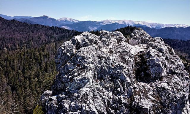 Výhlad z vrcholu Ostrej.