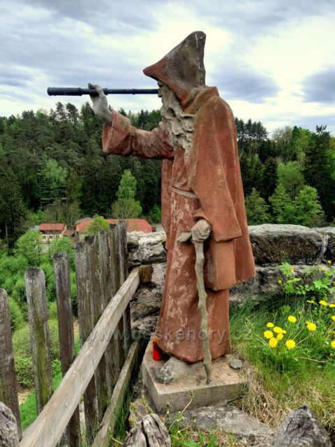 Sloup, skalní hrad - vyhlídkové místo Gloriet