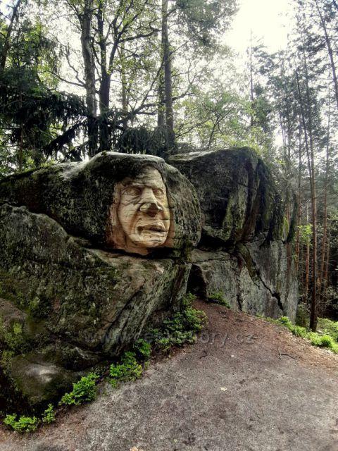 Brniště, sochy ve skalách - Velký zkamenělý trol