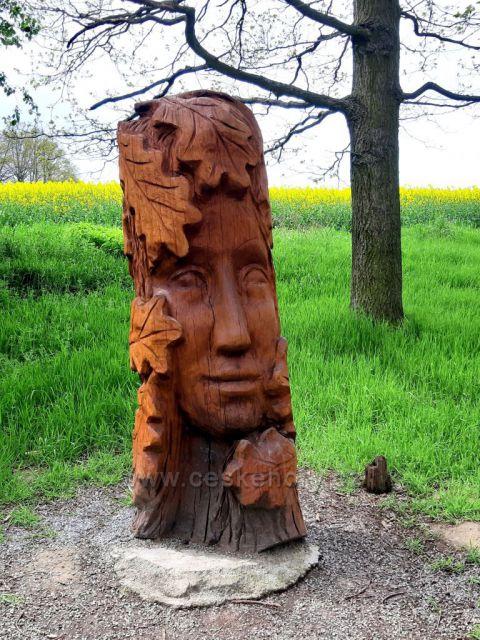 Brniště, sochy ve skalách - Dubová víla