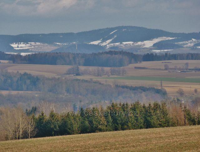 Písečná - pohled z hřebenu Hůry na čenkovickou stranu Bukové hory