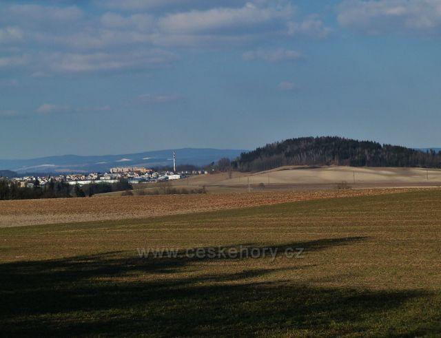 Písečná - pohled z hřebenu Hůry na vrch Karlovice a Žamberk