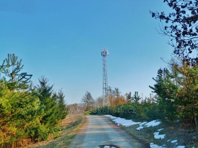 Písečná - telekomunikační věž na úbočí vrchu Hůra