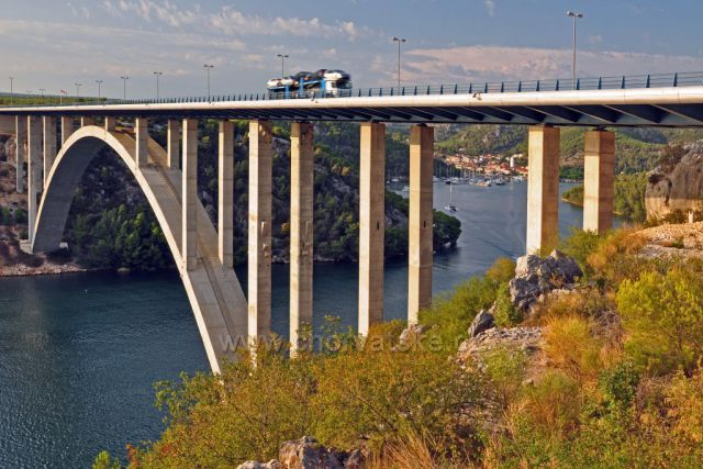 Dálniční most přes řeku Krka