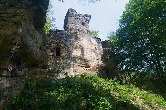 Zřícenina hradu Svojkov.