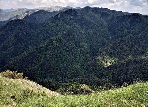 Pohľad na západ z vrcholu Drienok