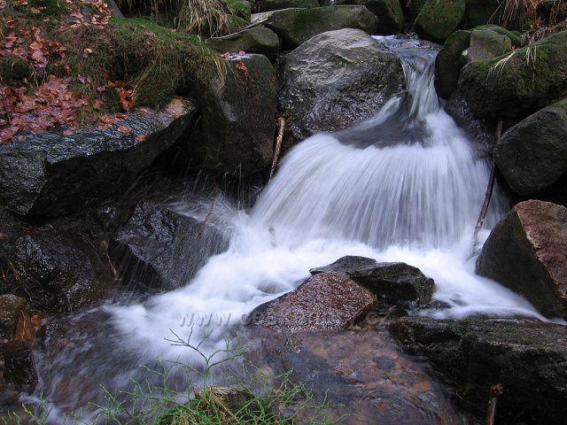 Malý vodopád na Fojtce. Foceno 17.11.2006. Povodeň v r.2010 místo dost změnila.