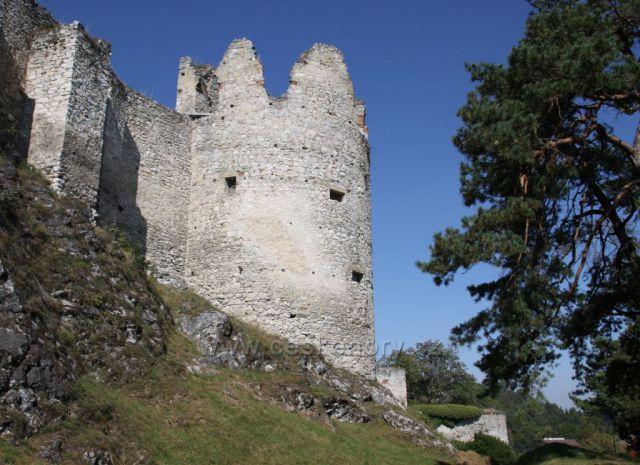 Masivní zdivo hradu Rabí