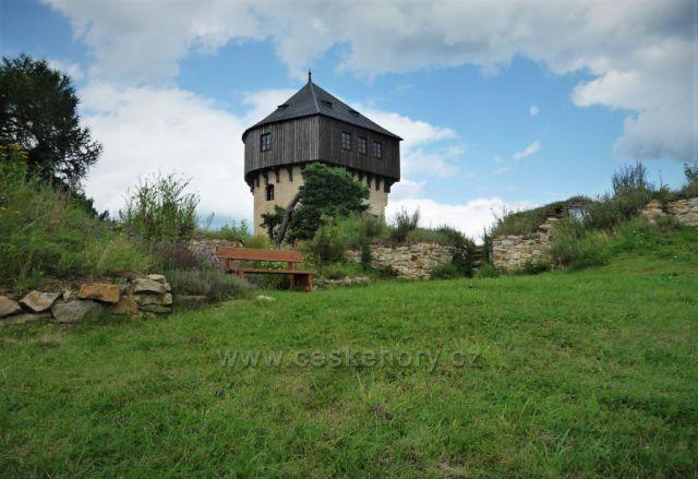 Hartenštejn - detail věže